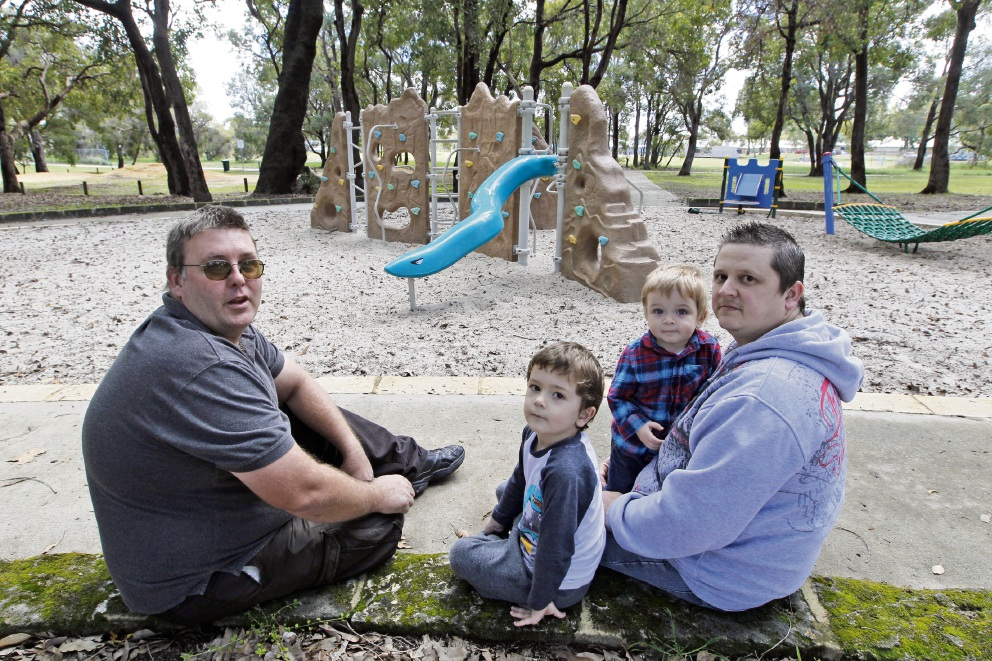 Michael Clement with Troy Condo and sons Ethan (2) and Lincoln (4). Picture: Bruce Hunt        www.communitypix.com.au   d406860