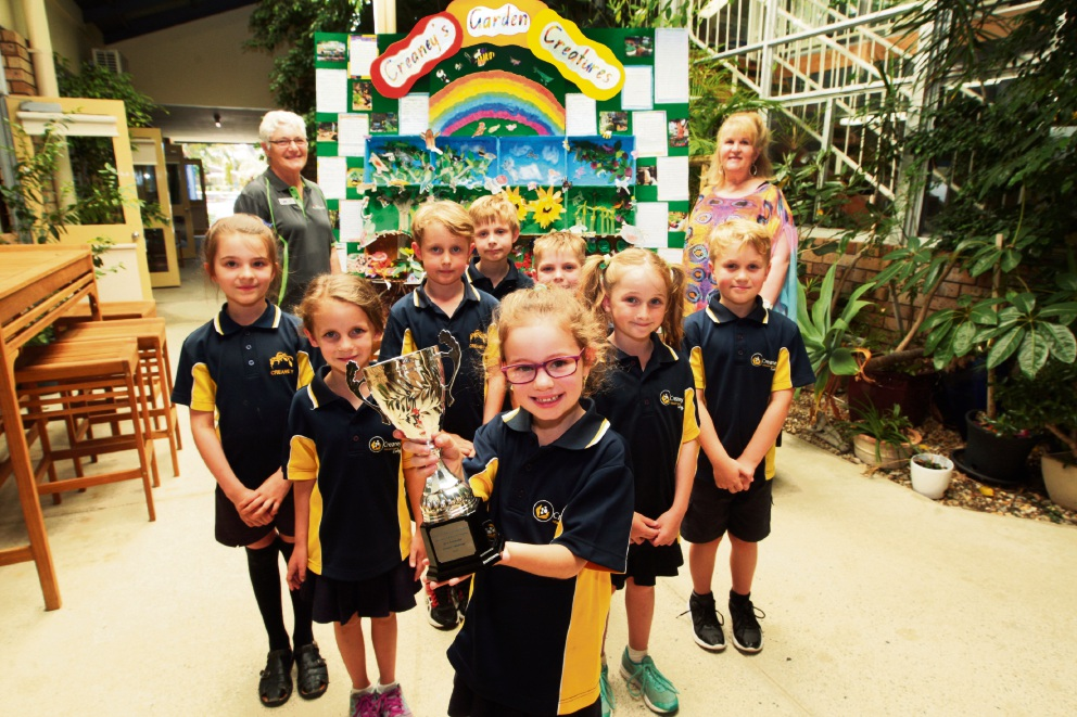 Olivia Mofflin shows off their trophy with her classmates, watched by challenge co-ordinator Meg Birch and teacher Sue Stocks. Picture: Bruce Hunt         www.communitypix.com.au   d463527