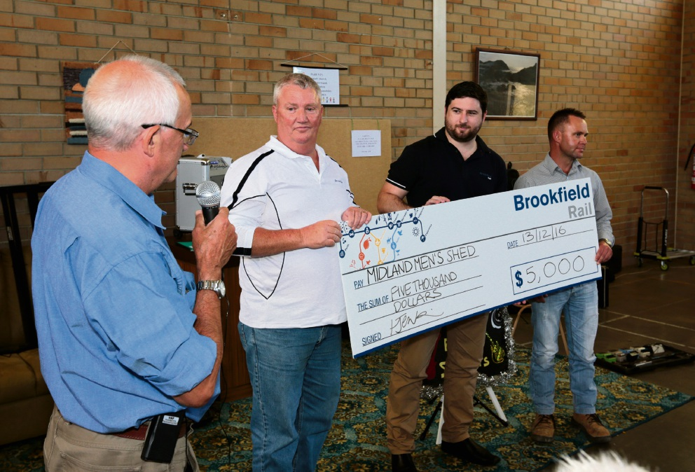 Midland Men's Shed president Dave Savage accepts a $5000 donation cheque from Brookfield Rail. Picture: David Baylis d462125