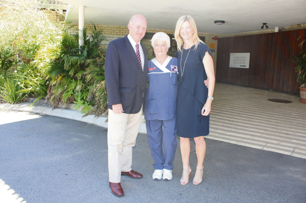 Health Minister John Day with Jill Pratley and Shae Seymour, of Kalamunda and Armadale hospitals.