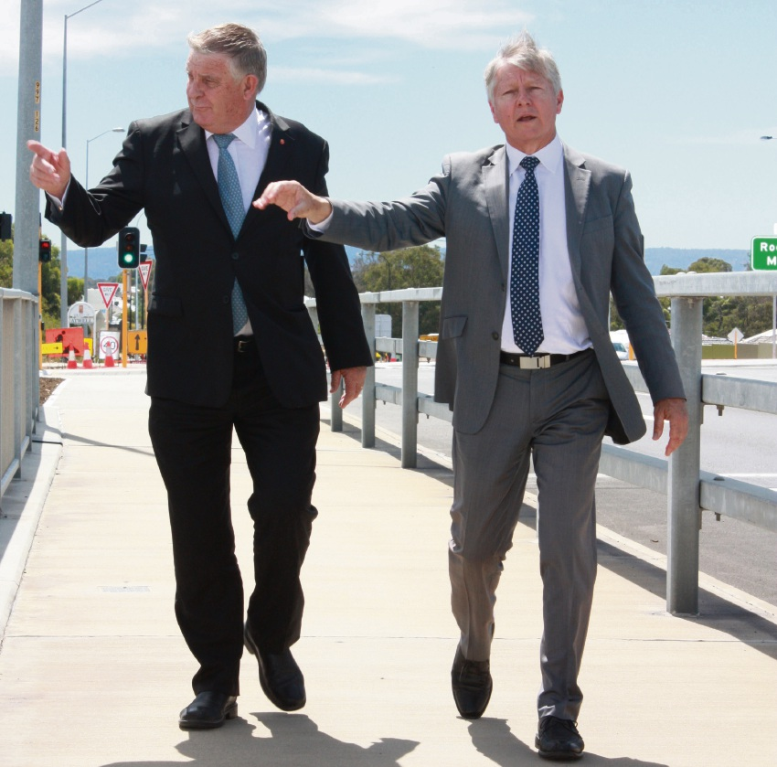 Senator Chris Back and Transport Minister Bill Marmion inspect the new freeway upgrades.