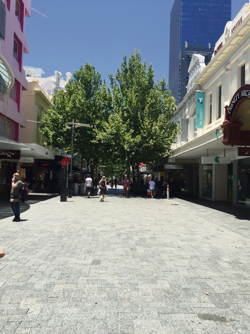 "Retailer hits out at City of Perth's parking policy over ""empty"" Christmas shops"