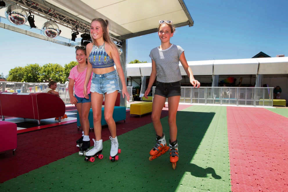 Lily Verheyden, Lily Topping and Paige Verheyden. Picture: Bruce Hunt www.communitypix.com.au   d463689