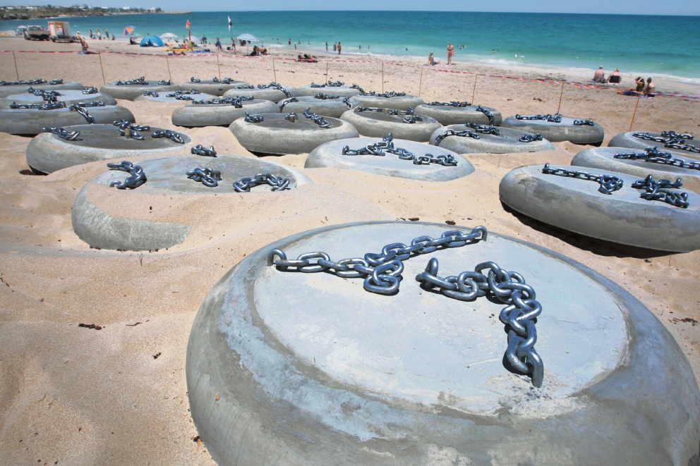 Discs line the beach in preparation for work on the shark barrier. Picture: Bruce Hunt d464046