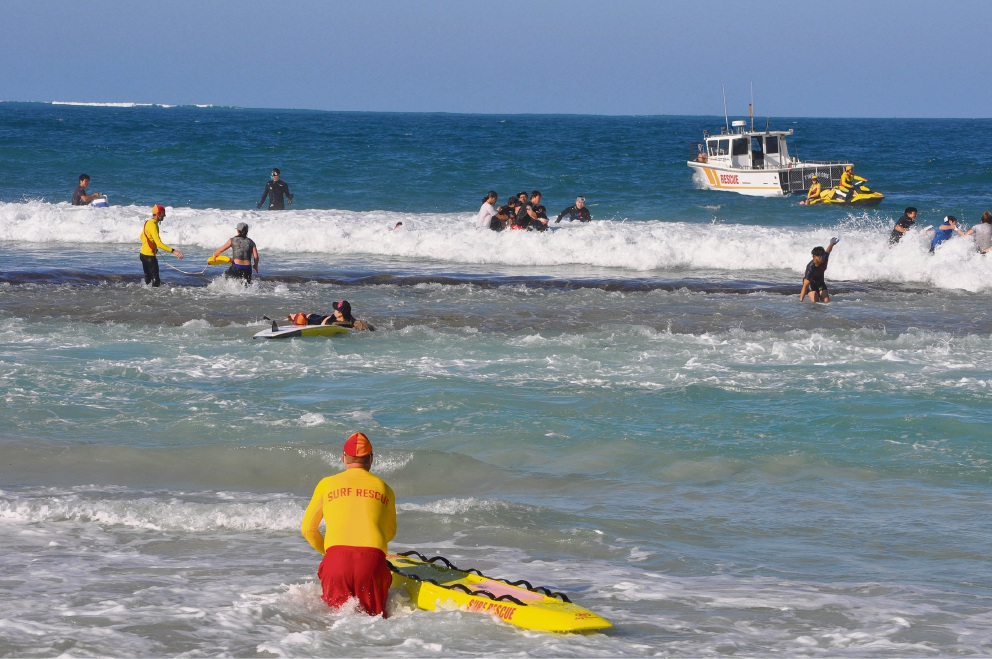 Abalone first day: Balcatta man dies after being pulled from water; Yanchep Surf Life Saving Club calls for beach closure in rough weather
