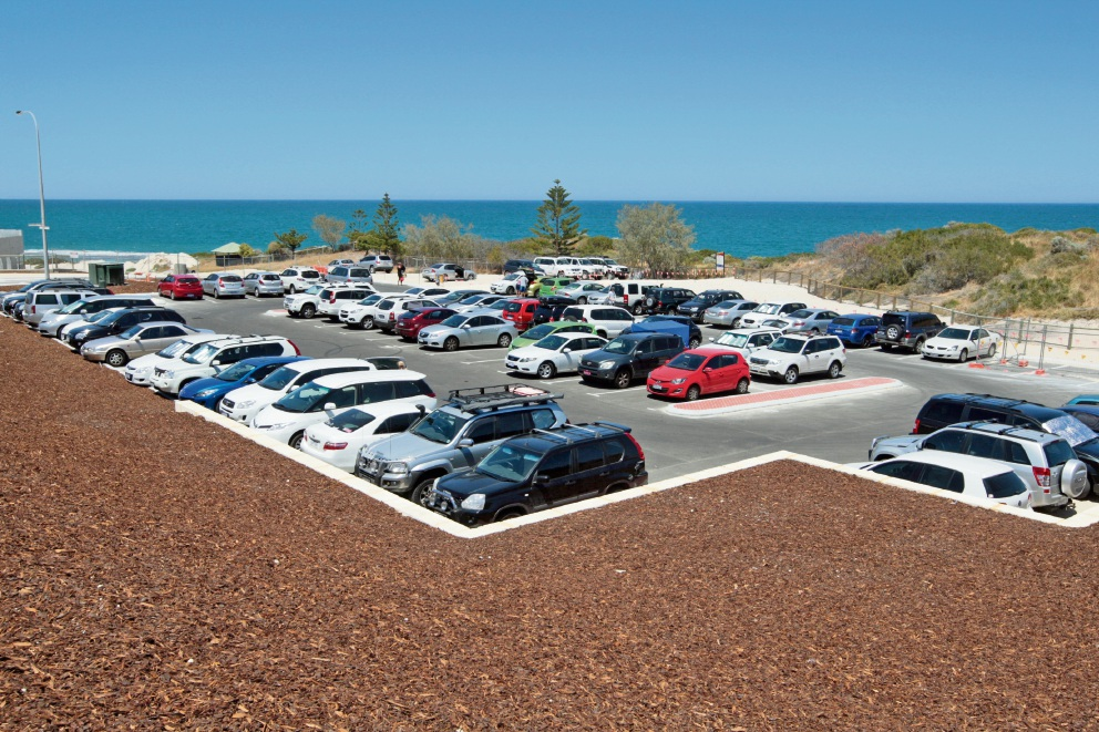 The recently completed carpark at Yanchep Lagoon overflows on a weekday. Picture: Bruce Hunt d464041