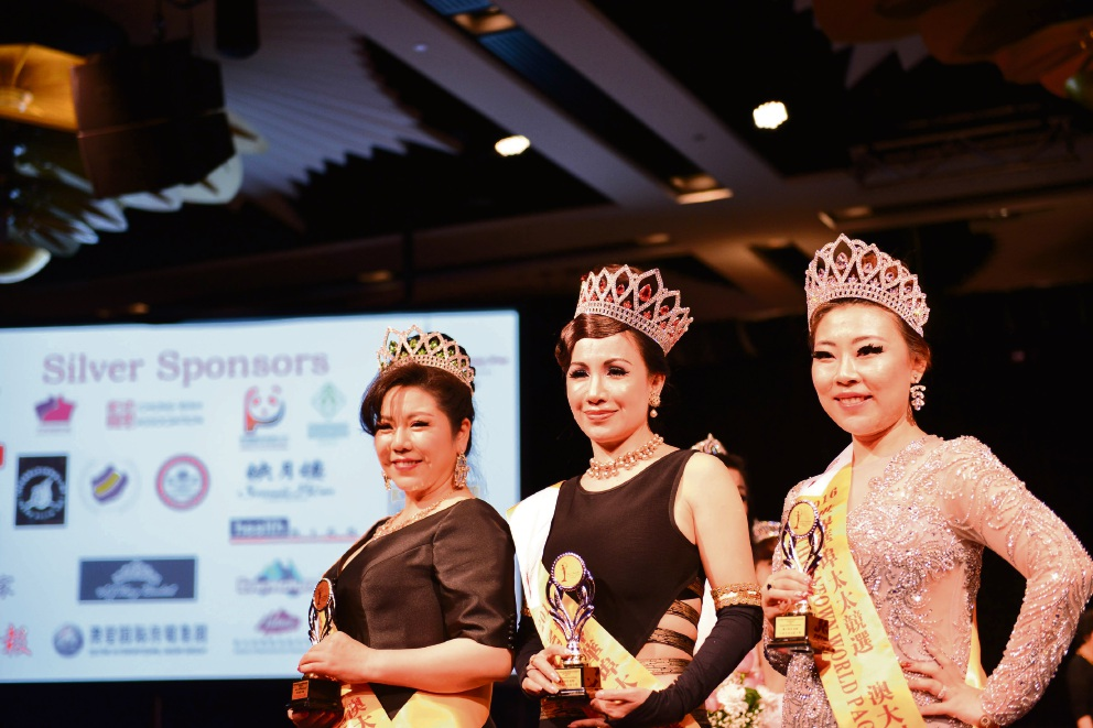 Mrs Chinatown World Pageant second runner up Linda Chen; Winner Huang Li Lilian (Monica) and first runner up Tina Teng.