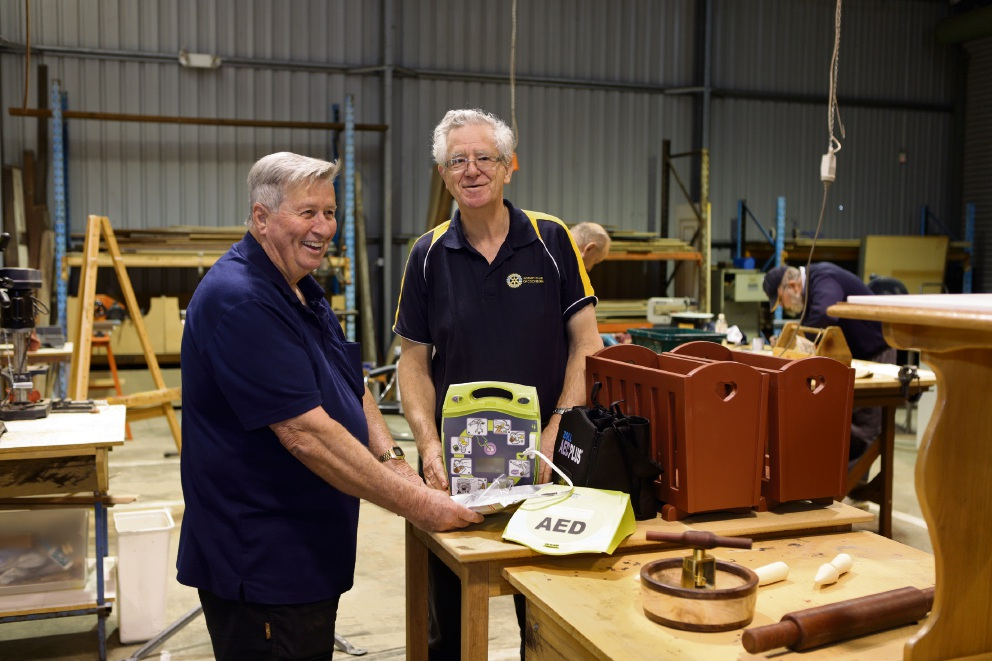 Cockburn Men's Shed member Ross Heseltine with Cockburn Men's Shed treasurer Geoff Webb. d424150