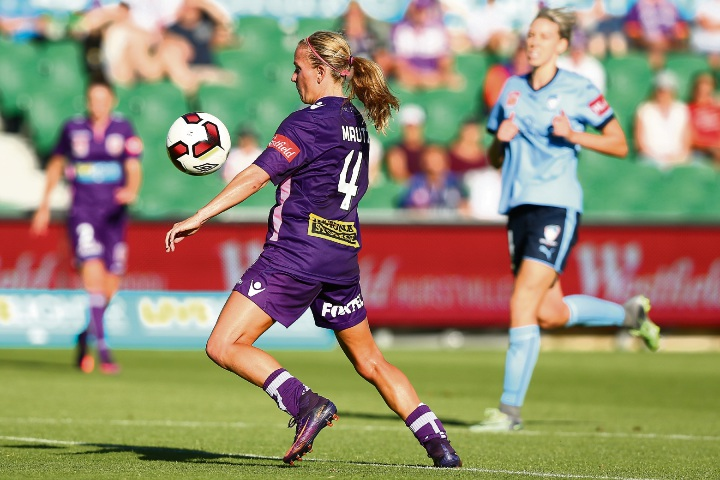 Glory's Alyssa Mautz traps the ball during the W-League semi-final against Sydney FC.Picture: Paul Kane/Getty Images