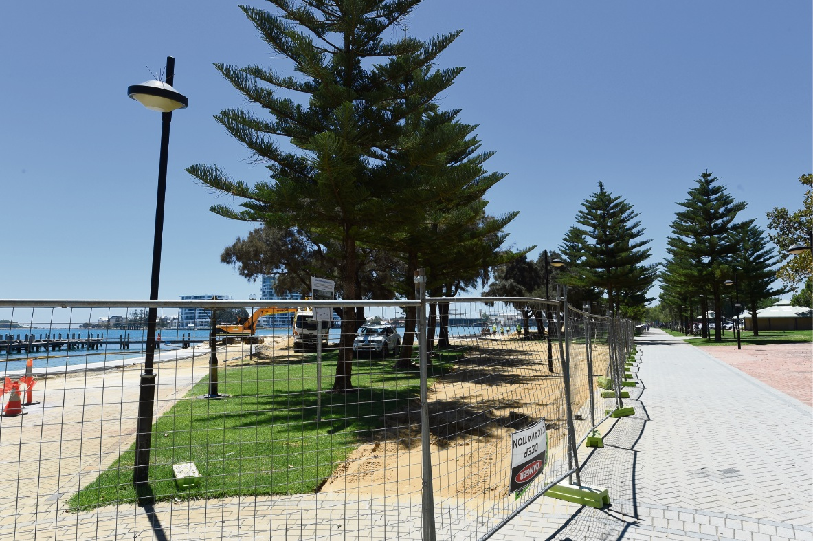 Delay on eastern foreshore seawall costing Mandurah businesses