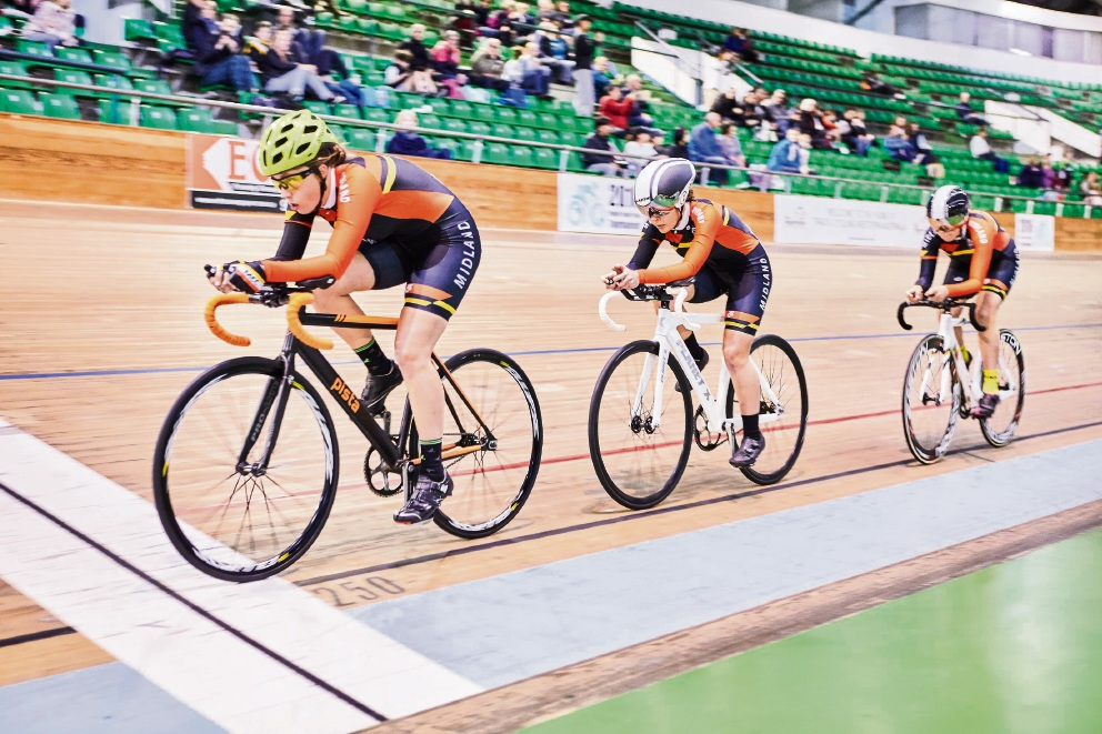 Rebecca Blake leads the U17 women's team pursuit at the 2016 Pacific Youth Track Tournament.