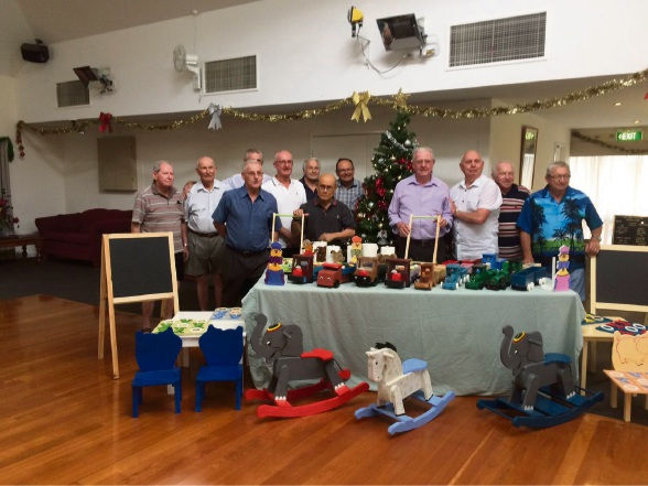 David Templeman thanks Belswan Retirement Village's Men's Cave for their Christmas spirit