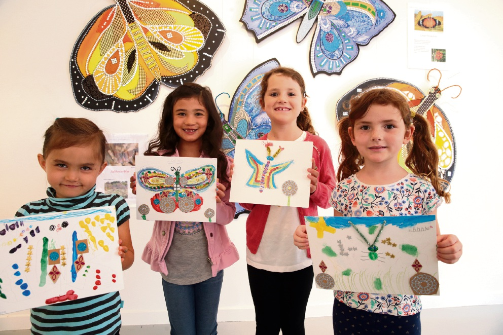 Alegra Veloso, Laila Veloso, Ruth Laundy and Hannah Laundy show off their art pieces.        d465258