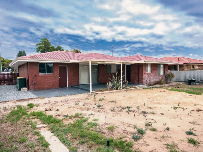 Safety Bay, 20 Charthouse Road – $359,000