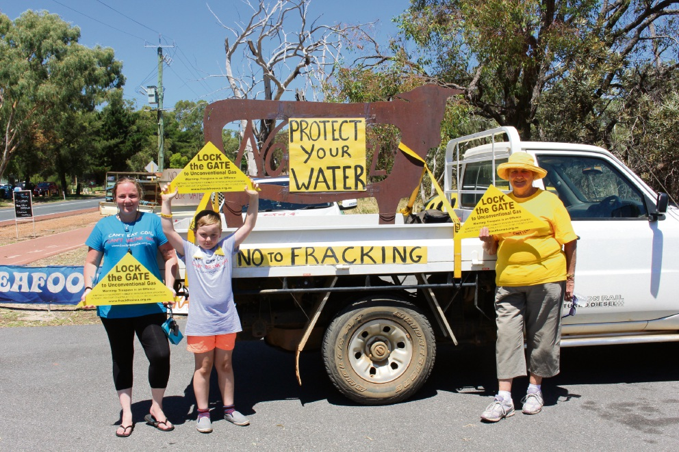 Bullsbrook Stop: about 100 show up for anti-fracking ute muster