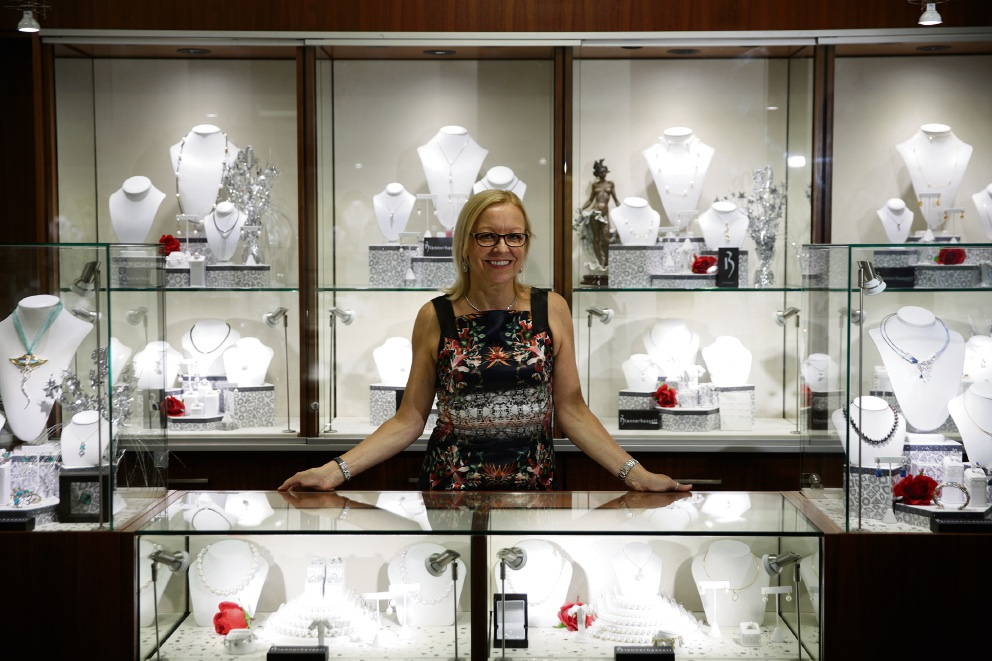 Sue Blennershassett will celebrate the 30th anniversary of her business Blennerhassett Fine Jewellers. Picture: Andrew Ritchie www.communitypix.com.au   d465506