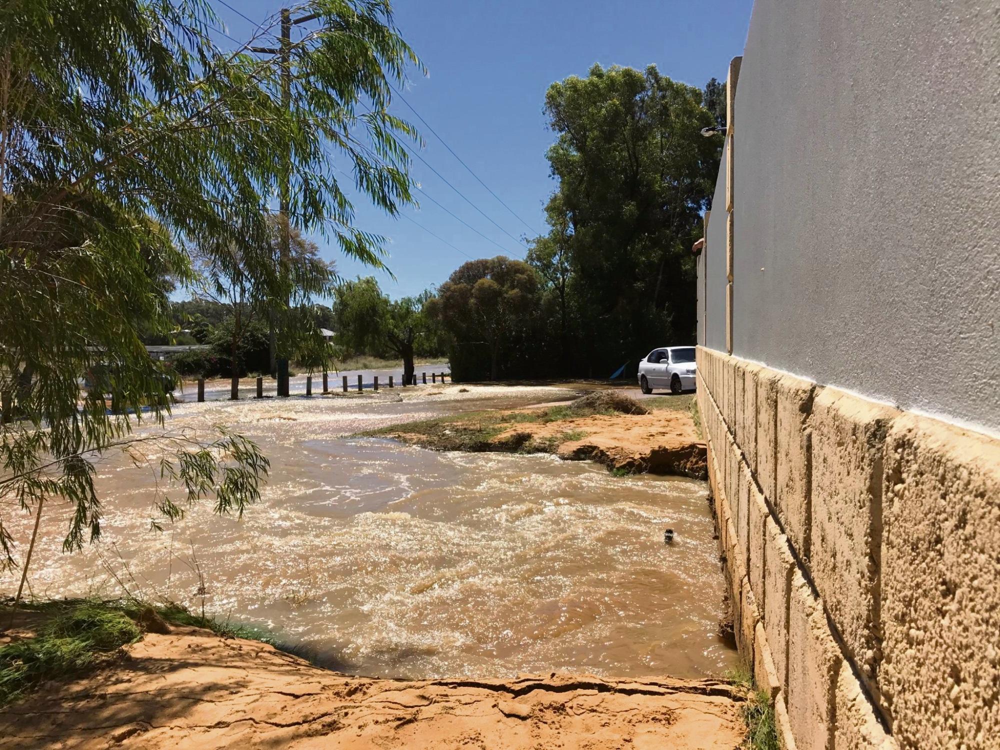 Baldivis: burst water main causes flooding