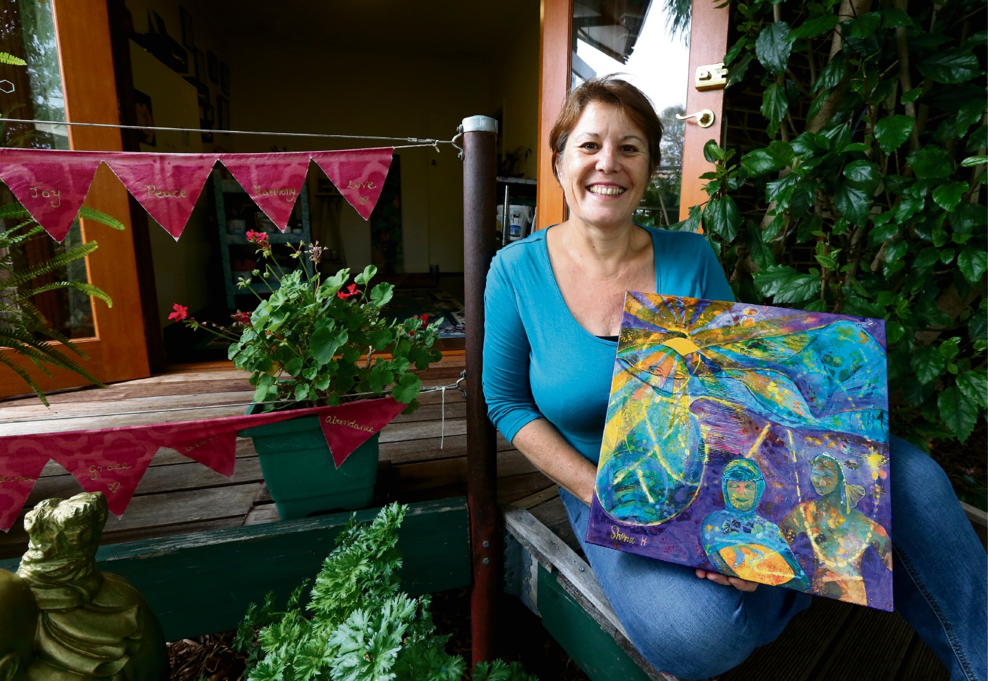 Artist Shona Hutchings with her art work that is being donated to fundraise money for Epilepsy Action                          Australia. Picture: Matt Jelonek        www.communitypix.com.au   d465842