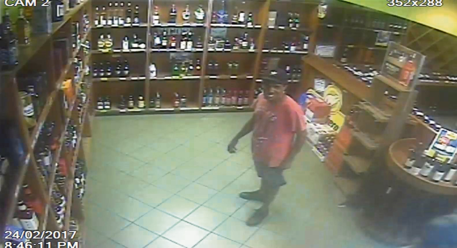 Rockingham: Liquor store staff threatened by men with a knife and a hammer