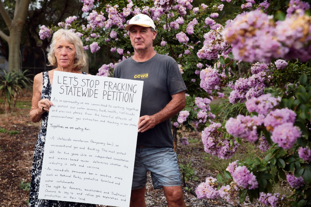 Couple encourage people to sign a petition requesting a temporary ban on unconventional gas and fracking in WA.