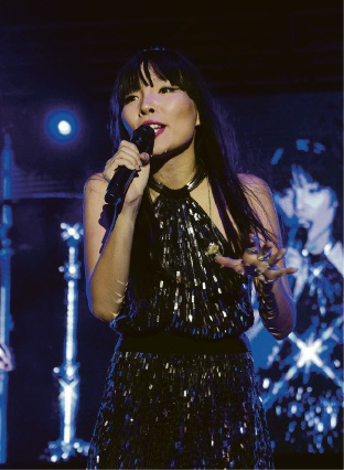 Dami Im performed at Cockburn's first community concert.