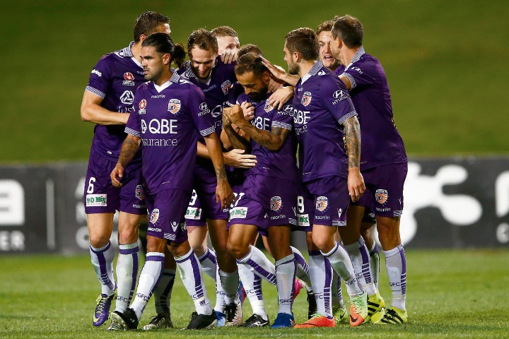 Glory celebrate their draw against Wellington.