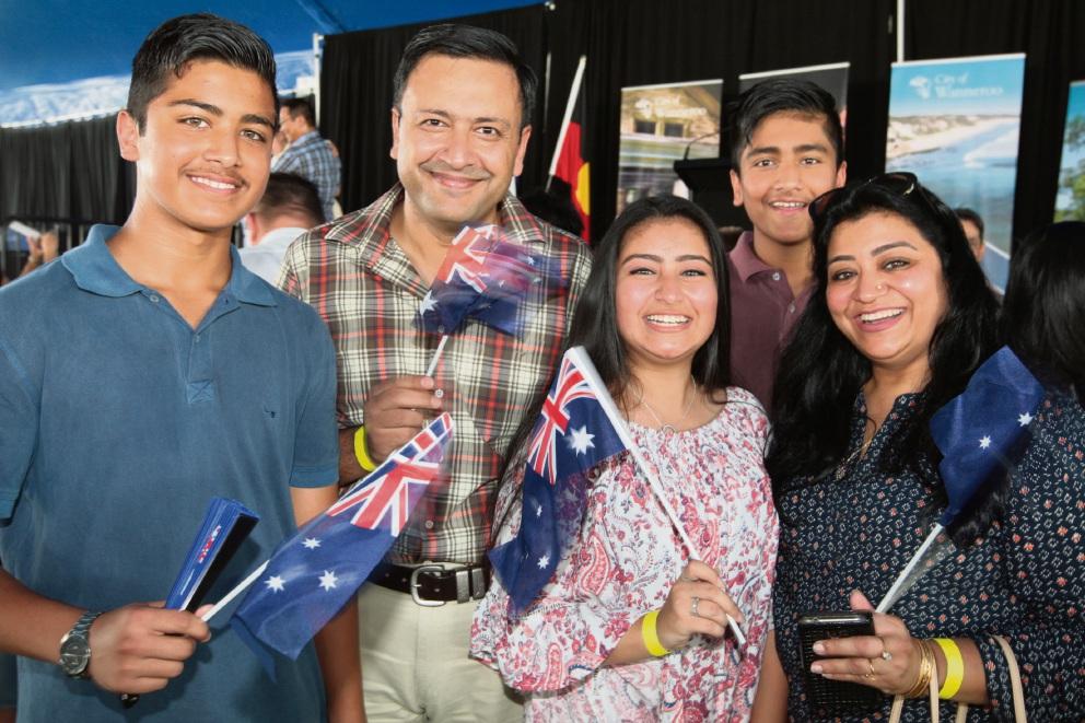 Hundreds of people make citizenship pledge