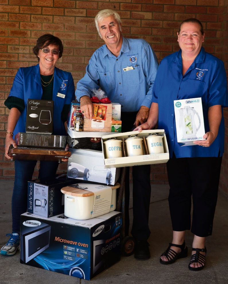 Mary-Anne Jackson,Keith Pearce and Terri Couper from Whitfords Lions. Picture: Martin Kennealey        www.communitypix.com.au   d466612