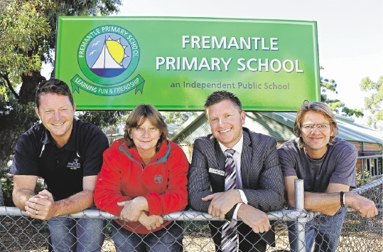 Paul Mier (Sefton Construction), Louise Pitman (Bunnings O'Connor), Hayden O'Mara (Principal) and signwriter Cameron Gordon in front of the bold new sign. Picture: Elle Borgward        www.communitypix.com.au   d438143