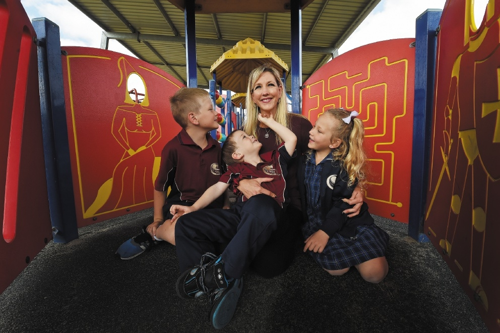 Melinda Jones with Joel (7), Tayah (6) and Brodie (4). Picture: Jon Hewson www.communitypix.com.au   d438776