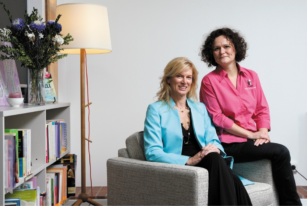Breast cancer patient  Lisa Tobin-Renel with McGrath Breast Care nurse Moira Waters. Picture: Marie Nirme        www.communitypix.com.au   d439360