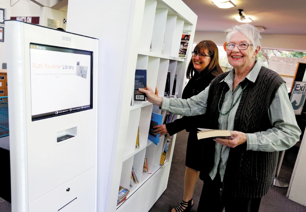 Library co-ordinator Kathy Wilkinson assists library user Merle Stitfall with the new returns system.  Picture: Matt Jelonek www.communitypix.com.au   d439290