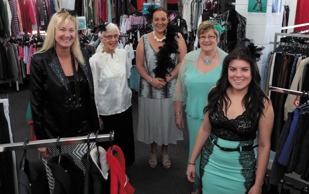 Karen Steele,Faye Shardlow, Storm Nyssen,Pam Nisbet and Veronica Bryan.Picture: Martin Kennealey   d442785