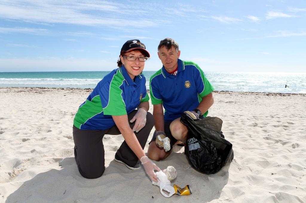 Volunteer to help clean up beach: Tangaroa Blue