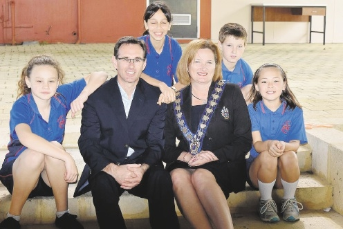 Mayor Marina Vergone and school principal Nathan Simms with students Brody Lee, Shinju Littlefair, Shayla Jane and Makenah Hardy. Oscar Loader and Veronese Stultz were absent.