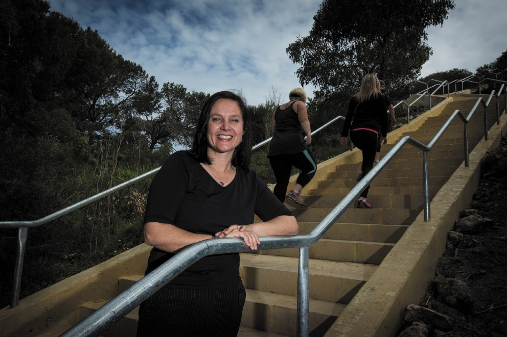 City of Cockburn environmental officer Linda Metz at the new stairway.Picture: Will Russell        www.communitypix.com.au   d443059