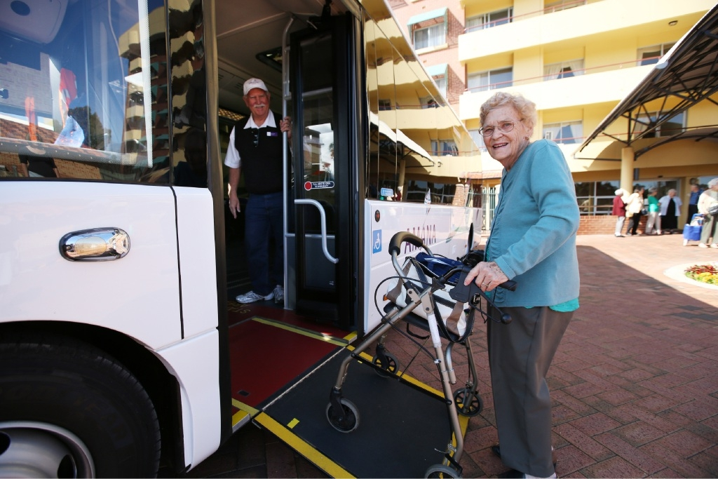 Yvonne Abbott hops on the bus with driver Brian Smith.  Picture: Andrew Ritchie        www.communitypix.com.au   d444068