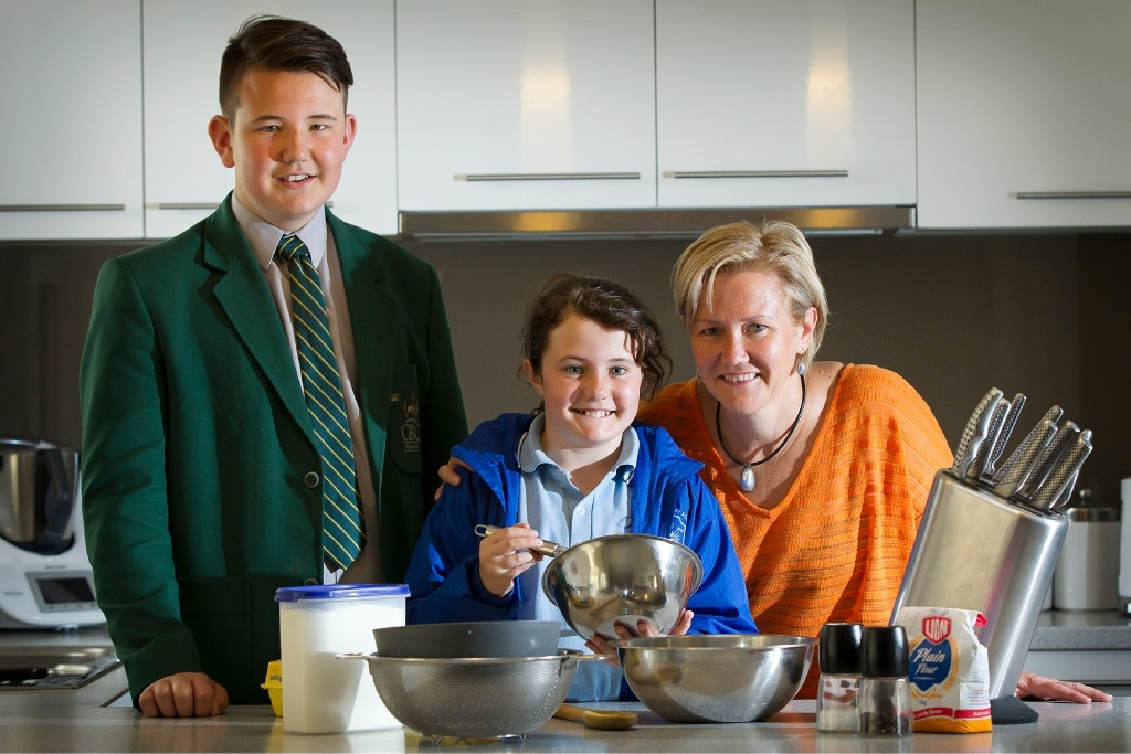 Dinner jump: Harry O'Neill (14) with Ellie O'Neill (10) and mum Victoria O'Neill.Picture: Will Russell        www.communitypix.com.au   d443282
