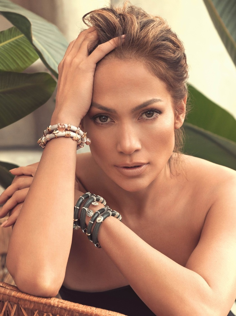 Jennifer Lopez sports the new Endless Collection bracelet, for which she is an ambassador.