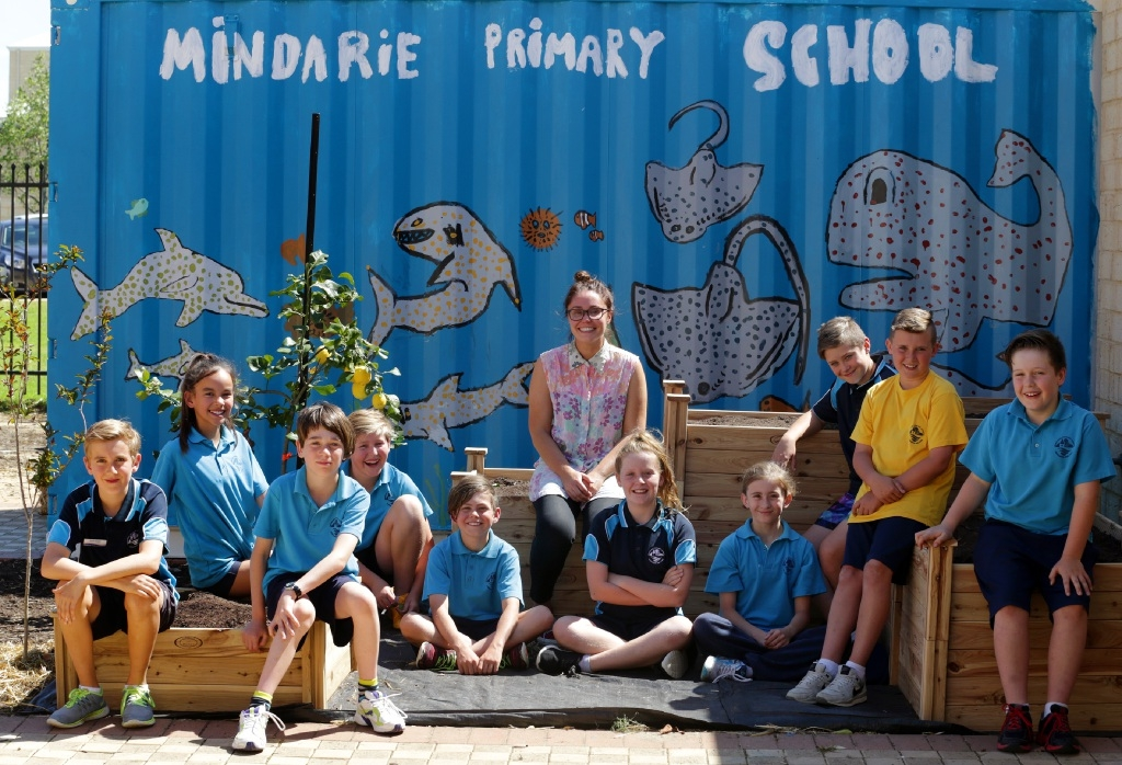 Artist-in-residence Matilda Ayrton with Mindarie Primary School students. Picture: Martin Kennealey                www.communitypix.com.au   d444036