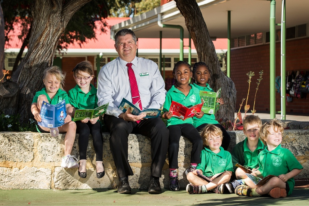 Five-year-olds Caitlin Smith, Macey Buckle, Iqra and Nasra Jerome, Fionn Mullins, Brodie Garcia and Oisin Mullins with principal Geoff Miller. Picture: Will Russell www.communitypix.com.au   d444061