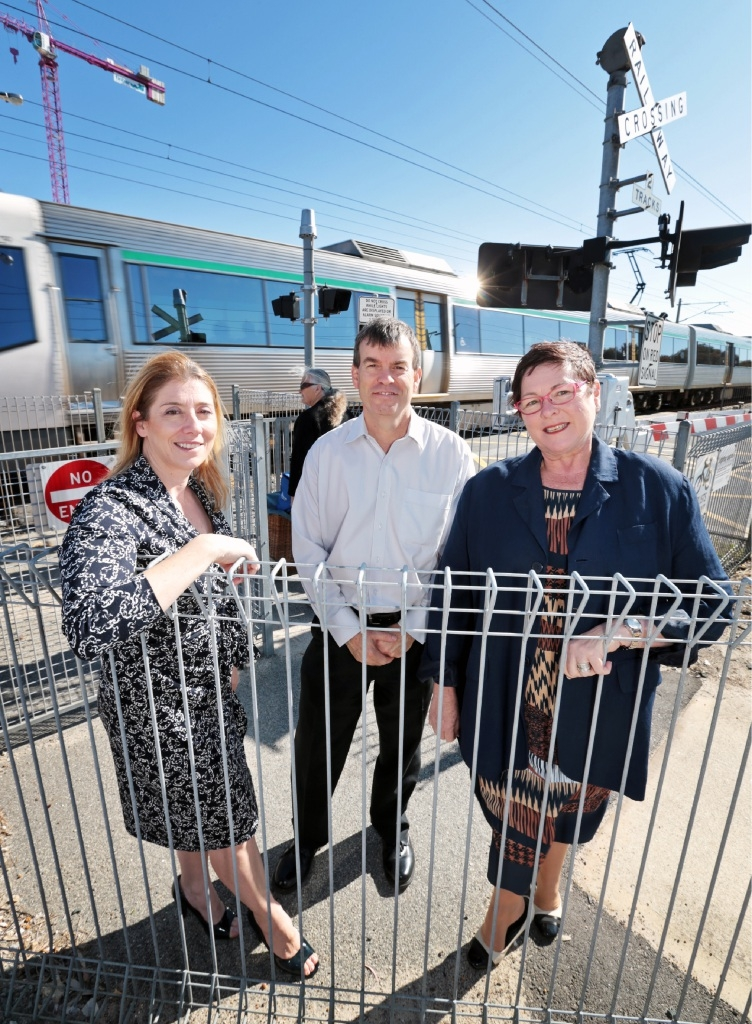 Rita Saffioti, Dave Kelly and Lisa Baker MLA at the train crossing at Caledonian Avenue and Whatley Crescent in Maylands.  Picture: David Baylis        www.communitypix.com.au   d444065