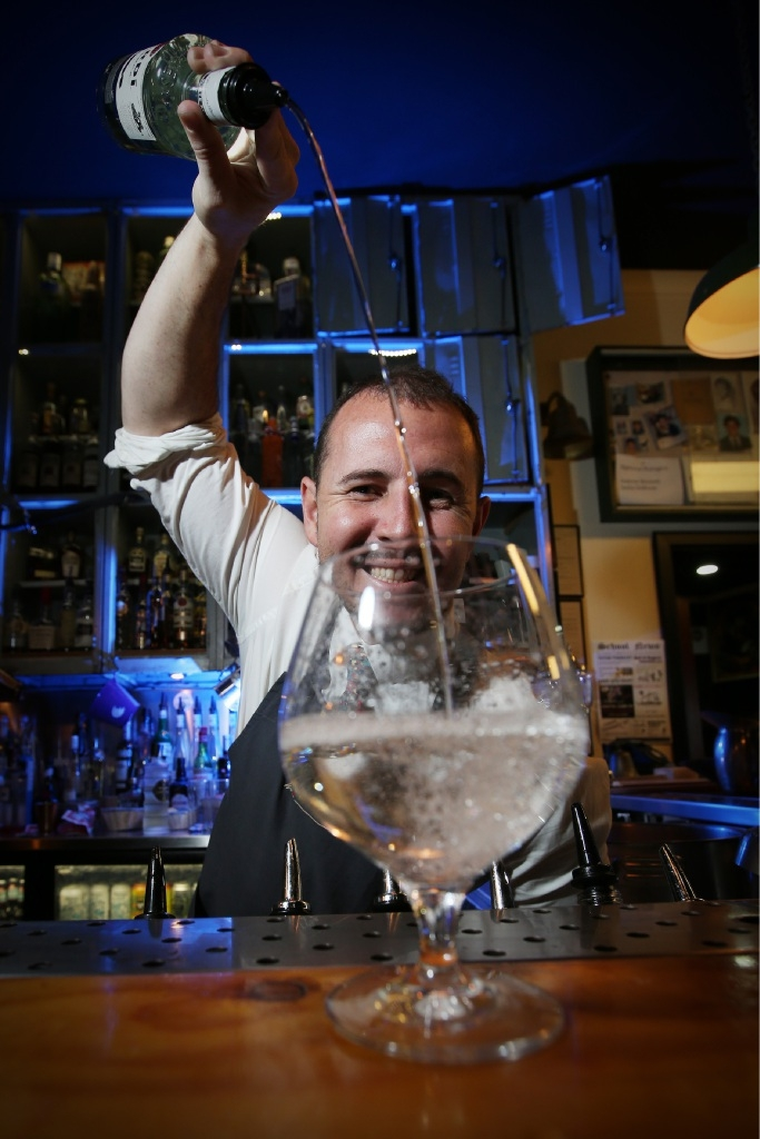 Classroom Bar bartender tops the Australian Hotel Association awards