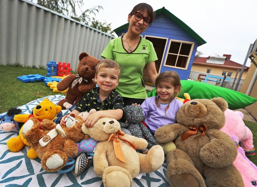 Dane Hyde, Maria Prada and Lily Rose. Picture: Matt Jelonek www.communitypix.com.au   d444323