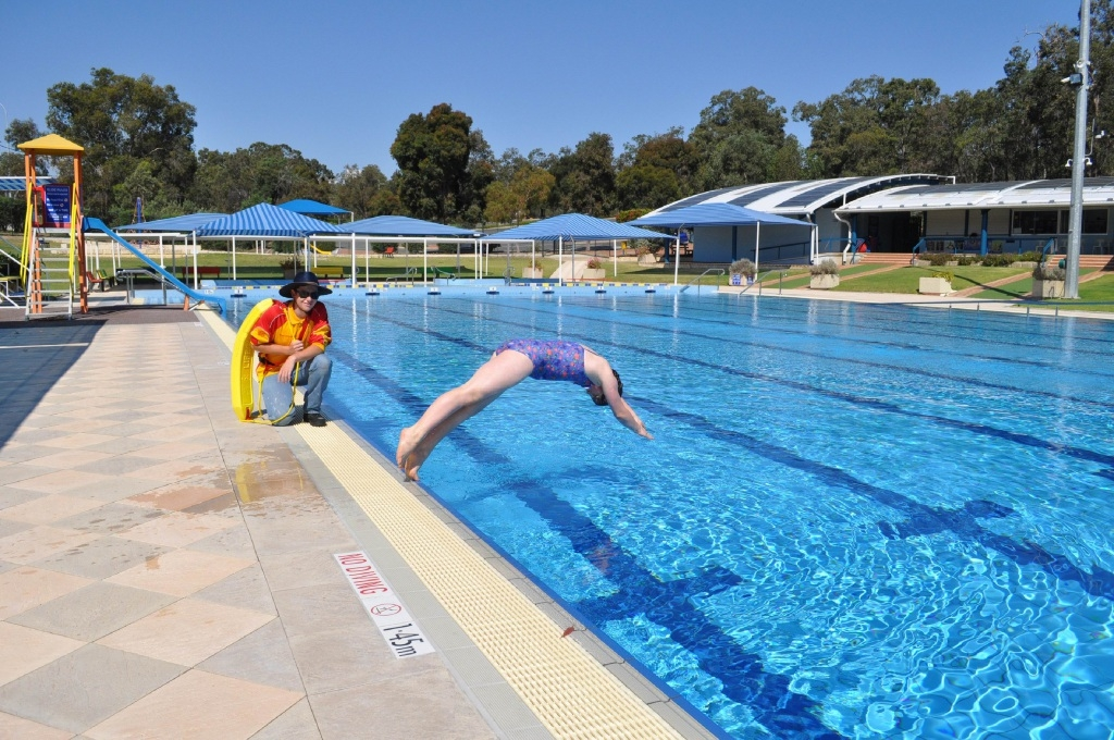 Bianca Daly tests out Bilgoman Aquatic Centre, as lifeguard Tyler Parish looks on, ahead of the opening on Saturday 24 October.