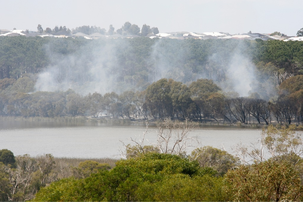 The fire at the edge of Lake Joondalup. Picture: Marie Nirme d444797
