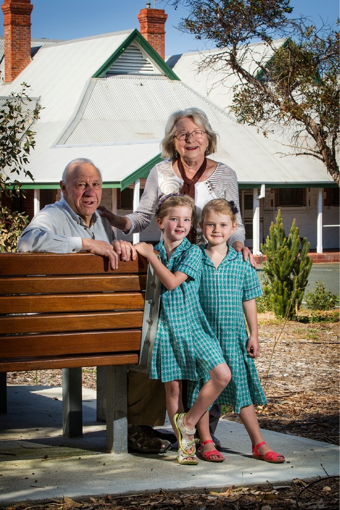 Les Dibben and Marie Anderton  with Freya Knowles (6) and Primrose White (5). Picture: Will Russell www.communitypix.com.au   d444218