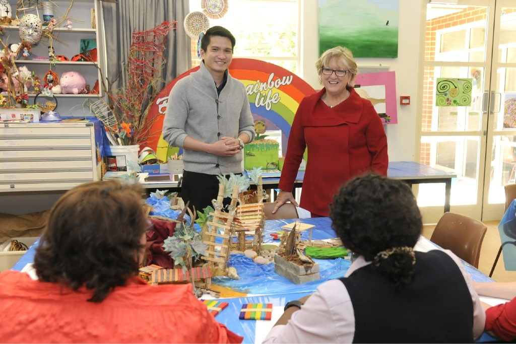 Joondalup Health Campus clinical psychologist Jason Goh and Mental Health Minister Helen Morton talk to staff and patients in the Mental Health Unit art therapy room.