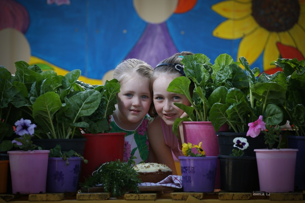 Kayla Carter (4) and her sister Tegan  (6) with some garden produce.|Picture: Andrew Ritchie        www.communitypix.com.au d444738