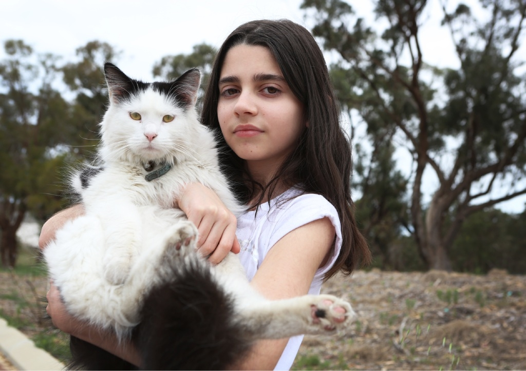 Nikita MIgnacca with pet cat Pepsi, who survived a snake bite. Picture: Matt Jelonek        d445255